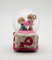 Romantik Çiçek Tutan Sevgili Temalı Müzikli Kar Küresi