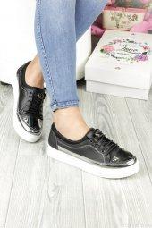 Siyah Renk Zımba Detaylı Bayan Günlük Ayakkabı