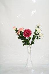 40 Cm Beyaz Delikli Vazo Ortanca Ve Güller