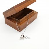 Anahtar Ve Kilit Figürlü Taşlı Kolye