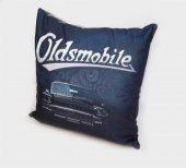 Oldsmobile Logolu Siyah Yastık