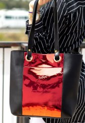 Veda Siyah Cilt Kırmızı Hologram Detaylı Çanta