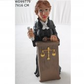 Bayan Avukat Biblo Heykel
