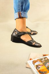 Aldara Siyah Hakiki Deri Bayan Sandalet