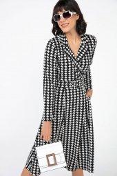 Liplipo Büyük Kazayağı Desen Kemerli Kruvaze Likra Krep Elbise